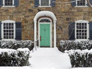 Choisir les bonnes portes pour les hivers canadiens rigoureux